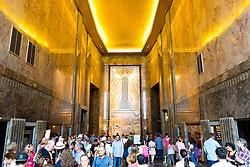 THEMENBILD - Das Empire State Building ist ein Wolkenkratzer im New Yorker Stadtteil Manhattan. Mit einer Höhe von 443 Metern war es lange Zeit das höchste Gebäude der Welt. Bis heute gilt das Empire State Building als Wahrzeichen von New York, im Bild die Eingangshalle, Aufgenommen am 08. August 2016 // The Empire State Building is a skyscraper in Manhattan. It stands 443 Meter high and was the tallest building of the world for a long time. It is deemed to be the town's landmark, This picture shows the entrance hall of the Empire State Building, New York City, United States on 2016/08/08. EXPA Pictures © 2016, PhotoCredit: EXPA/ Sebastian Pucher