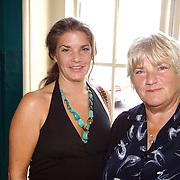 NLD/Amsterdam/20061001 - Uitreiking Blijvend Applaus prijs 2006, Nelly Frijda en dochter Miranda