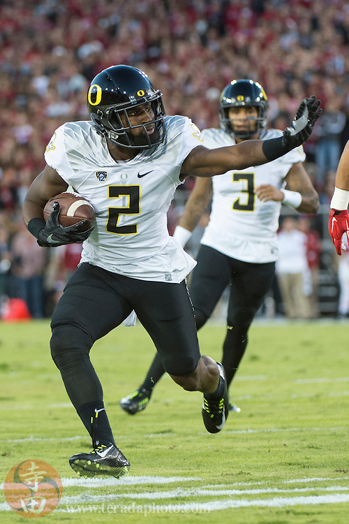 November 14, 2015; Stanford, CA, USA; Oregon Ducks wide receiver Bralon Addison (2) runs with the football in front of quarterback Vernon Adams Jr. (3) during the first quarter against the Stanford Cardinal at Stanford Stadium. The Ducks defeated the Cardinal 38-36.
