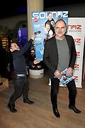 Coveronthulling muziek magazine  SOUNDZ, nu het grootste muziek magazine van Nederland<br /> <br /> Op de foto: De cover wordt onthuld door Leo Blokhuis en Roel van Velzen
