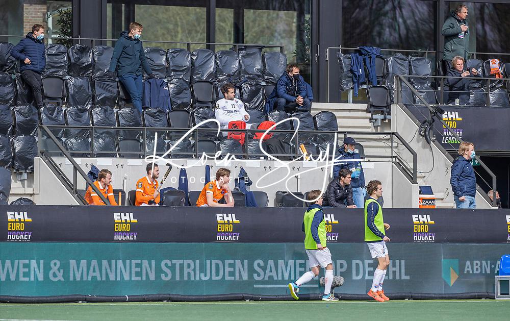 AMSTELVEEN -  De Bloemendaal bank   tijdens de Euro Hockey League finale mannen, Atletic Terrassa (Sp) - HC Bloemendaal (2-5).   .COPYRIGHT KOEN SUYK
