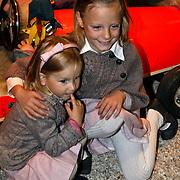 NLD/Apeldoorn/20081101 - Opening tentoonstelling SpeelGoed op paleis Het Loo, Anna en Felicia
