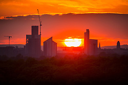 © Licensed to London News Pictures. 25/04/2020. Leeds UK. The sun sets on Leeds city centre in Yorkshire last night as the UK expects more fine weather during the lockdown. Photo credit: Andrew McCaren/LNP