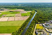 Nederland, Noord-Brabant, Vught, 13-05-2019; afwateringskanaal 's-Hertogenbosch - Drongelen ( Drongels of Drongelens Kanaal), ontlast  Het Bossche Broek bij wateroverlast. Den Bosch in de achtergrond, rechts PI Vught - Penitiaire Inrichting Vught.<br /> Drainage channel Den  Bosch.<br /> <br /> luchtfoto (toeslag op standard tarieven);<br /> aerial photo (additional fee required);<br /> copyright foto/photo Siebe Swart