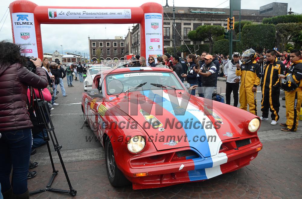 Toluca, México.- Con las participación de 80 vehiculos clásicos, arribó ala capital mexiquense la XXVIII de la tradicional Carrera Panamericana. Agencia MVT / Arturo Hernández.