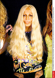 © Java/ABACA. 50707-2. Milan-Italy, 04/10/2003. Donatella Versace pose at a photocall just before Versace fashion show presented in Milan.  | 50707_02
