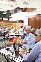 DEU, Deutschland, Germany, Rottenburg, 27.07.2021: Besucher und Anhänger der CDU beim Wahlkampfauftakt der CDU in Baden-Württemberg im Biergarten beim Haus der Bürgerwache.