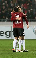 BILDET INNGÅR IKKE I FASTAVTALENE MEN MÅ KJØPES SEPARAT<br /> <br /> Fotball<br /> Tyskland<br /> Foto: imago/Digitalsport<br /> NORWAY ONLY<br /> <br /> 06.11.2011<br /> Mohammed Abdellaoue, Sergio Pinto<br /> Emotion nach Tor zum 2:1 06.11.2011<br /> Hannover 96 - FC Schalke 04