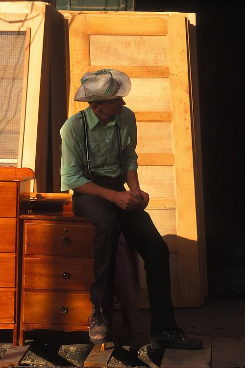 BELIZE / Belize City / Amish selling furniture at the market...© JOAN COSTA