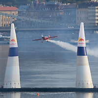 0708193780a Red Bull Air Race international air show qualifying runs over the river Danube, Budapest preceding the anniversary of Hungarian state foundation. Hungary. Sunday, 19. August 2007. ATTILA VOLGYI