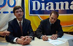 12-05-2005 VOLLEYBAL: TEAMPRESENTATIE: AMSTELVEEN<br /> Onderteking sponsorcontract Diamant<br /> ©2005-WWW.FOTOHOOGENDOORN