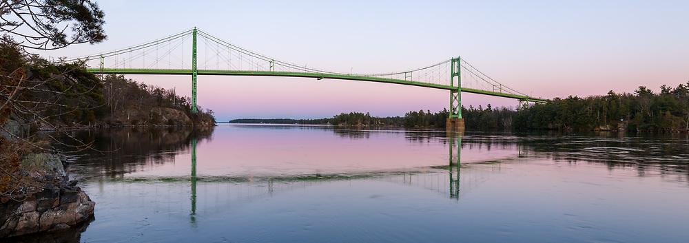 https://Duncan.co/thousand-islands-bridge-at-dusk