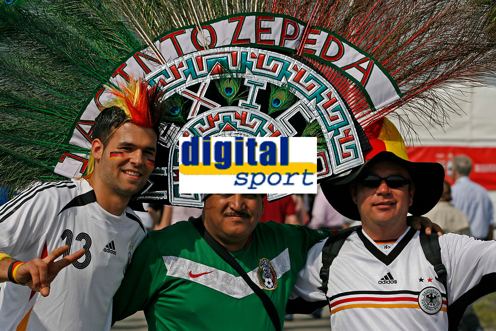 Photo: Glyn Thomas.<br />Germany v Costa Rica. Group A, FIFA World Cup 2006. 09/06/2006.<br /> German fans pose before the opening match with a Mexican fan.