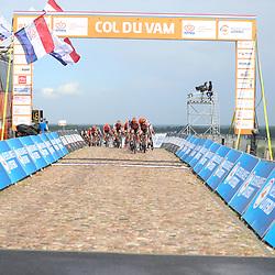 22-08-2020: Wielrennen: NK vrouwen: Drijber<br /> Peloton passeert de finish - arrivee