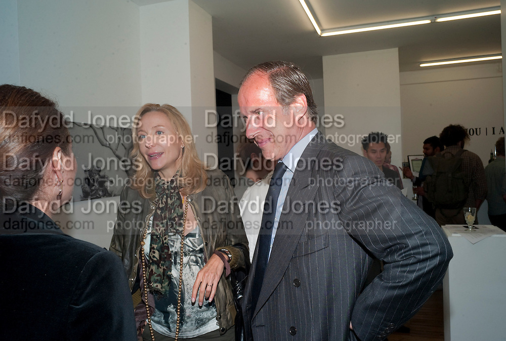 """SIMON DE PURY; MICHAELA DE PURY, Video artist Yi Zhou  first solo show """"I am your Simulacrum"""".Exhibition opening at 20 Hoxton Square Projects. Hoxton Sq. London. 1 September 2010.  -DO NOT ARCHIVE-© Copyright Photograph by Dafydd Jones. 248 Clapham Rd. London SW9 0PZ. Tel 0207 820 0771. www.dafjones.com."""