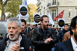 October 3, 2017 - Barcelona, Spain - Hundred demonstrators protest in front of the ambassy of Spain in Paris, on October 3, 2017 to protest against the violence of spanish policemen on the day of the referundum for catalogna independance in Barcelona. (Credit Image: © Julien Mattia/NurPhoto via ZUMA Press)
