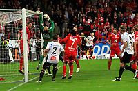 Fotball <br /> 25. september 2011 <br /> Eliteserien <br /> 24. runde Tippeligaen 2011 <br /> Sogndal - SK Brann 1- 0<br /> Fosshaugane Campus, Sogndal<br /> <br /> Foto: Rune Sjøberg, Digitalsport <br /> <br /> Ørjan Hopen skrur inn corneren og blir matchvinner