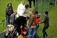 Fotball<br /> Nederland / Holland<br /> Foto: Gepa/Digitalsport<br /> NORWAY ONLY<br /> <br /> 21.05.2010<br /> <br /> FIFA Weltmeisterschaft 2010 in Suedafrika, Vorberichte, Vorbereitung Nationalteam Niederlande, Trainingslager. <br /> <br /> Bild zeigt Spielerfrauen beim Zuschauen.