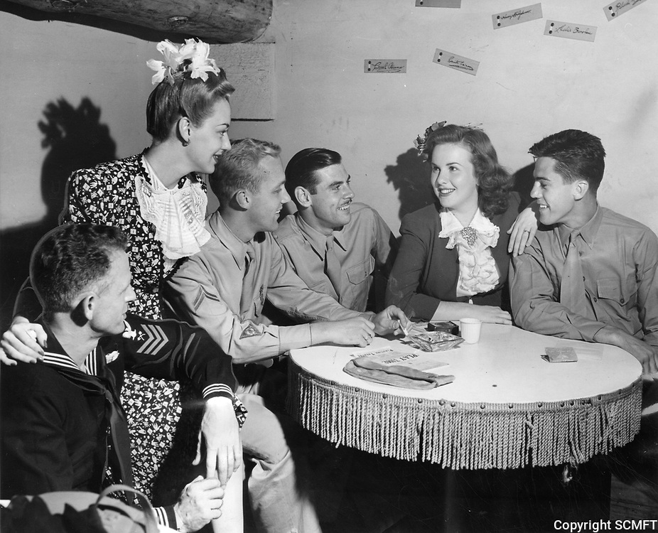 9/4/43 Actresses Anne Shirley & Deanna Durbin chat with servicemen at the Hollywood Canteen