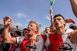 14-05-2017 NED: Kampioenswedstrijd Feyenoord - Heracles Almelo, Rotterdam<br /> In een uitverkochte Kuip speelt Feyenoord om het landskampioenschap / Spelers van Feyenoord vieren het kampioenschap. Steven Berghuis #19, Dirk Kuyt #7, Mo el Hankouri #40