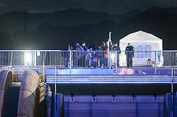 23.10.2015, Grenzübergang, Salzburg - Freilassing, AUT, Flüchtlingskrise in der EU, im Bild Flüchtlinge kommen in Deutschland an, nachdem Sie das Saalachkraftwerk Rott überquert haben. Das verschärfte deutsche Gesetzespaket für Asylwerber ist bereits in Kraft getreten damit der Rekordmigrantenzustrom bewältigt werden kann // Refugees arrive in Germany after you have crossed the Bridge of the Saalach power plant Rott. Germany tightens asylum rules from today to cope with record migrant influx, Austrian - German Border, Salzburg, Austria on 2015/10/23. EXPA Pictures © 2015, PhotoCredit: EXPA/ JFK