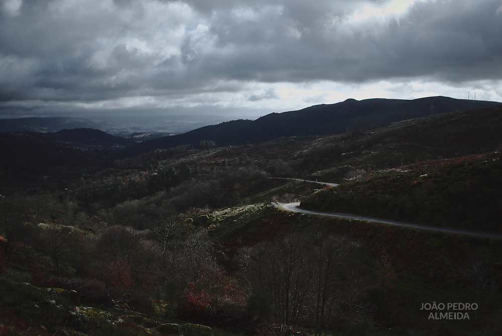 The road that goes down to Lazarim, from the top of Montemuro mountain range.
