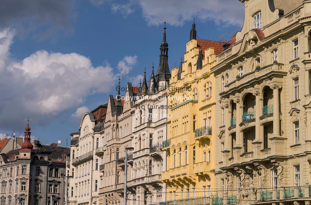 République Tchèque, Prague, Staré Mesto, façades colorées sur le quai Smetanovo // Czech Republic, Prague, Staré Mesto, colored buildings on Smetanovo dock