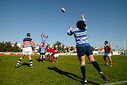 Benfica and Tecnico players in a line out action
