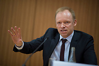DEU, Deutschland, Germany, Berlin, 14.02.2017: Prof. Dr. Clemens Fuest, Präsident des Ifo-Instituts, bei der Buchvorstellung Der Odysseus-Komplex. Ein pragmatischer Vorschlag zur Lösung der Eurokrise.