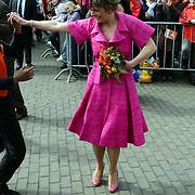 NLD/Makkum/20080430 - Koninginnedag 2008 Makkum, Laurentien dansend op straat
