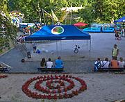 Szklarska Poręba (woj. dolnośląskie), 24.07.2013. Plac zabaw na skwerze Radiowej Trójki.