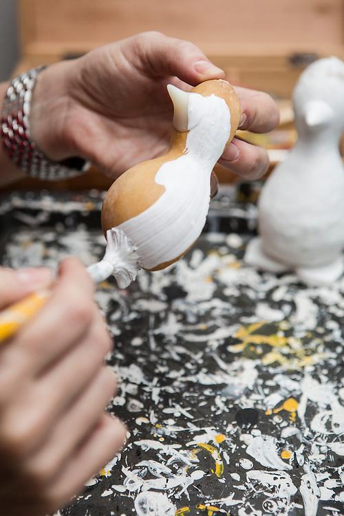 Belo Horizonte_MG, Brasil.<br /> <br /> Pinguins que produzidos a partir da cabaca.<br /> <br /> Penguins produced from the gourd.<br /> <br /> Foto: RAFAEL MOTTA / NITRO