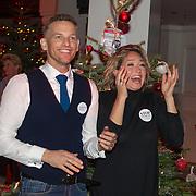 NLD/Hilversum/20151207- Sky Radio's Christmas Tree for Charity, Barry Atsma en Do winnen de 1e prijs voor de stichting Diabestes,  DON