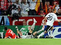 Tor 1:0 v.l. Marcin Wasilewski, Torwart Artur Boruc Polen, Lukas Podolski<br /> EURO 2008 Vorrunde Deutschland - Polen<br /> Tyskland -Polen , EM fotball , 8. juni 2008<br /> Norway only