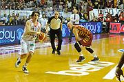 DESCRIZIONE : Venezia Lega A 2015-16 Umana Reyer Venezia - grissini Bon Reggio Emilia<br /> GIOCATORE : Amedeo Della Valle<br /> CATEGORIA : Palleggio<br /> SQUADRA : Umana Reyer Venezia<br /> EVENTO : Campionato Lega A 2015-2016 <br /> GARA : Umana Reyer Venezia - Grissin Bon Reggio Emilia<br /> DATA : 15/11/2015<br /> SPORT : Pallacanestro <br /> AUTORE : Agenzia Ciamillo-Castoria/M.Gregolin<br /> Galleria : Lega Basket A 2015-2016  <br /> Fotonotizia :  Venezia Lega A 2015-16 Umana Reyer Venezia - Grissin Bon Reggio Emilia