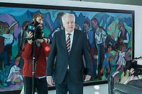31 OCT 2018, BERLIN/GERMANY:<br /> Horst Seehofer, CSU, Bundesinnenminister, auf dem Weg zu seinem Platz, vor Beginn der Kabinettsitzung, Bundeskanzleramt<br /> IMAGE: 20181031-01-012<br /> KEYWORDS: Kabinett, Sitzung