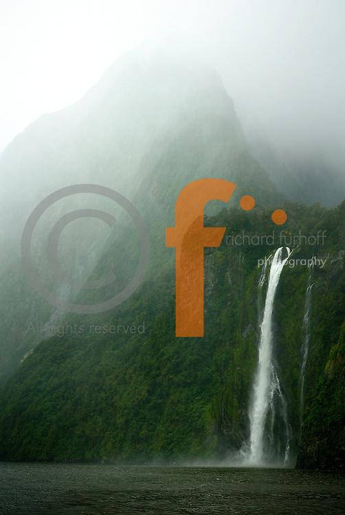 Richard Furhoff 100101_NewZealand_DSC4522_v2.tif..