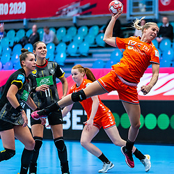Danick Snelder of Netherlands in action during the Women's EHF Euro 2020 match between Netherlands and Germany at Sydbank Arena on december 14, 2020 in Kolding, Denmark (Photo by RHF Agency/Ronald Hoogendoorn)