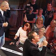 NLD/Aalsmeer/20150509 - Opname Nederland Muziekland, Lange Frans Frederiks en fans in het publiek