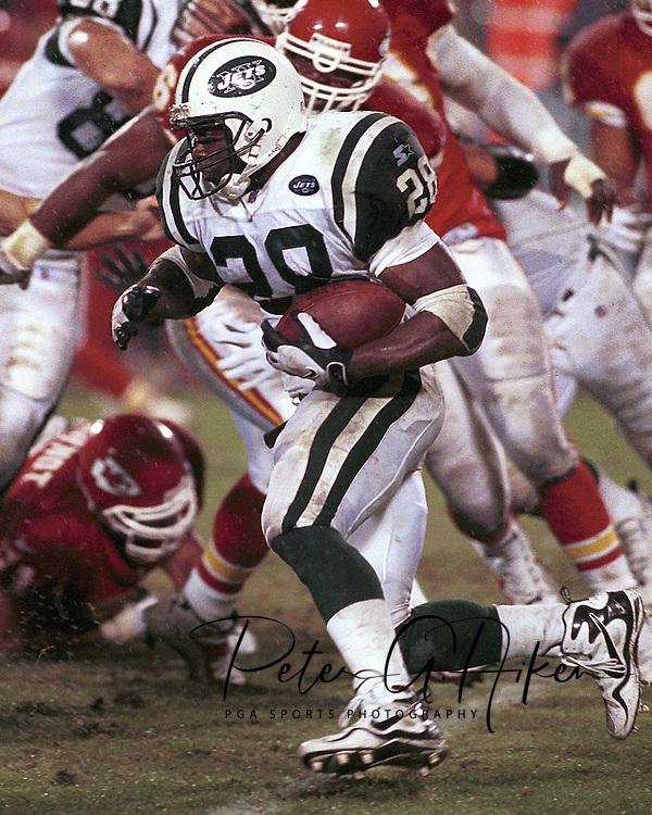 New York Jets' Curtis Martin during game action against the Kansas City Chiefs at Arrowhead Stadium in Kansas City, Missouri on November 1, 1998.