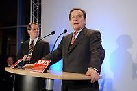 13 JAN 2003, BERLIN/GERMANY:<br /> Franz Muentefering (L), SPD Fraktionsvorsitzender, und Gerhard Schroeder (R), SPD Bundeskanzler, Neujahrsempfang der SPD Bundestagsfraktion, Fraktionsebene, Deutscher Bundestag<br /> IMAGE: 20030113-02-047<br /> KEYWORDS: Gespräch, Franz Müntefering, Gerhard Schröder, Rede