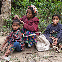 A family sitting beside the path leading from Muang Ngoi Neua to Ban Na.