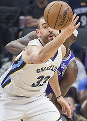 December 31, 2017 - Sacramento, CA, USA - The Memphis Grizzlies' Marc Gasol (33) watches the ball leave his hands after he was stripped by the Sacramento Kings' Zach Randolph on Sunday, Dec. 31, 2017, at the Golden 1 Center in Sacramento, Calif. (Credit Image: © Hector Amezcua/TNS via ZUMA Wire)