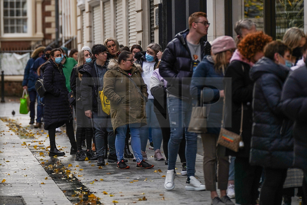 © Licensed to London News Pictures. 26/12/2019. Liverpool, UK.   A queue of shoppers, stretching around a corner  to enter a Lush Handmade Cosmetics store  as they hunt for bargains during the Boxing Day sales in central Liverpool. Photo credit: Ioannis Alexopoulos/LNP