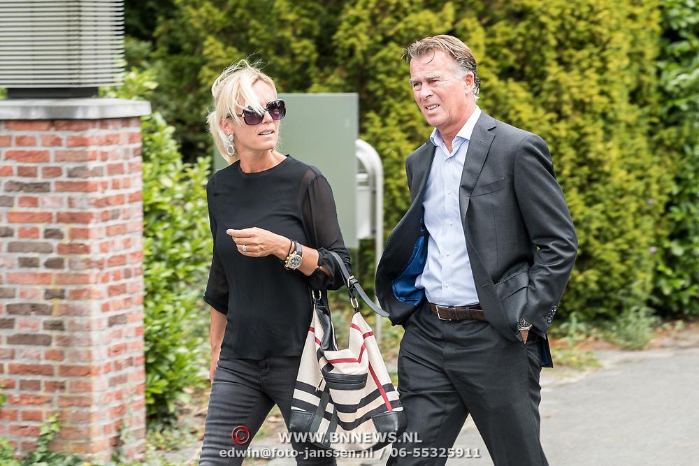 NLD/Bilthoven/20170706 - Uitvaart Ton de Leeuwe, ex partner Anita Meyer, Fred Reuter en partner Gisela Otto