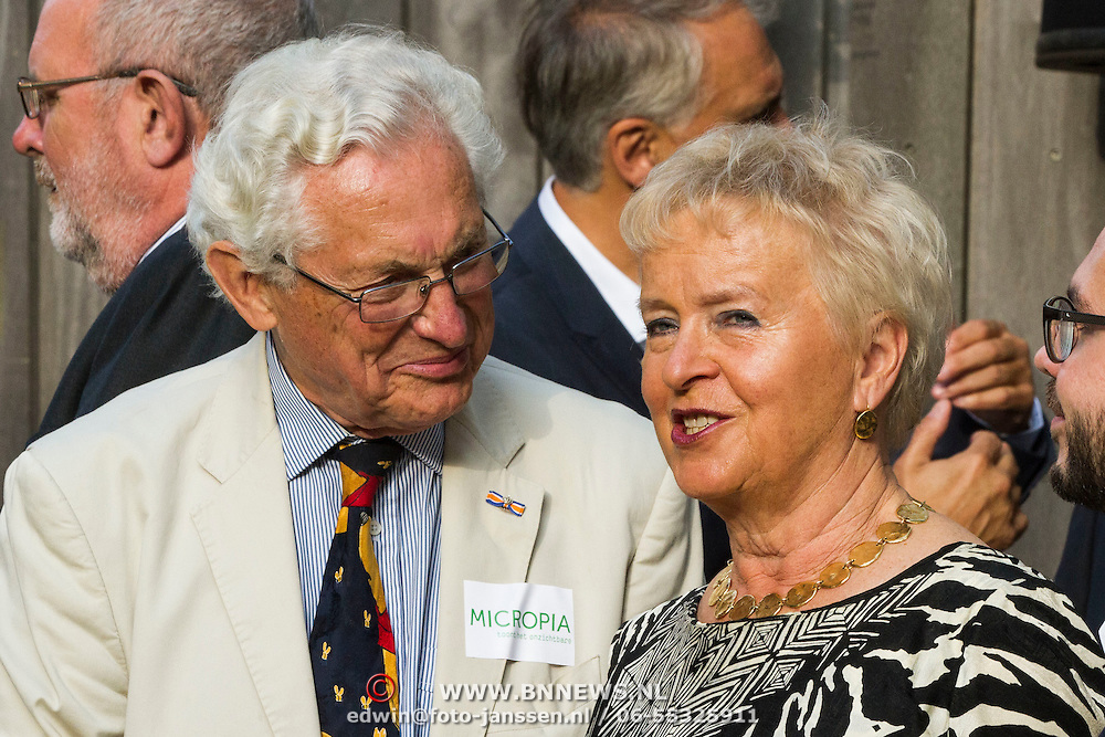 NLD/Amsterdam/20140930 - Konining Maxima opent museum Micropia, Judith Bos en partner