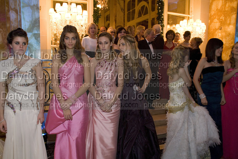 DEBUTANTES, Crillon Debutante Ball 2007,  Crillon Hotel Paris. 24 November 2007. -DO NOT ARCHIVE-© Copyright Photograph by Dafydd Jones. 248 Clapham Rd. London SW9 0PZ. Tel 0207 820 0771. www.dafjones.com.