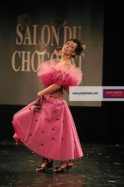Charlotte Marin (mention obligatoire :) Salon du Chocolat - Maquillage / Coiffure Lucie Saint-Clair - Paris, le 18/10/2007 - JSB / PixPlanete