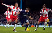 Photo: Alan Crowhurst.<br />Southend United v Southampton. Coca Cola Championship. 09/12/2006. Southend's Alan McCormack (C) bursts into the box.