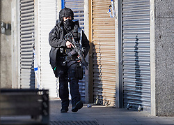 © Licensed to London News Pictures. 22/01/2021. London, UK. An armed officer at the scene where police are involved in a standoff with a man reported to be in possession of a firearm at a residential address in Southhall, west London. Photo credit: Ben Cawthra/LNP